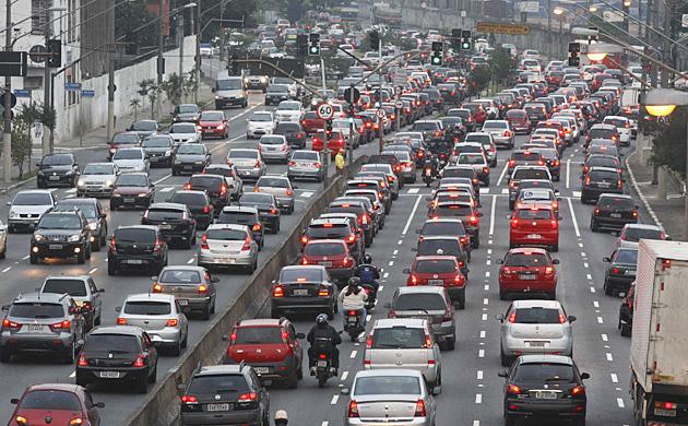 Risparmiare Carburante e Allungare la vita della tua Auto in 15 semplici passi